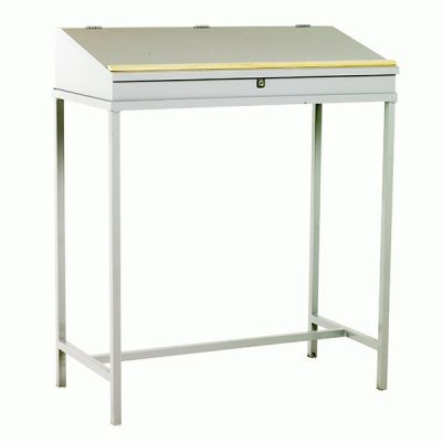 Mounted Workdesks by Step and Store